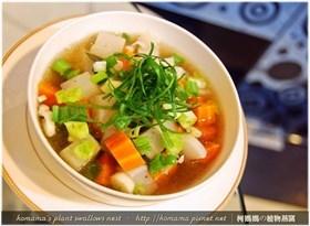 黑木耳雙色蘿蔔湯