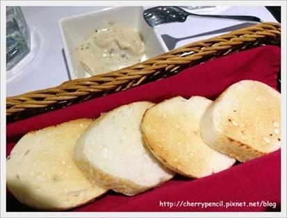 麵包很鬆軟,好吃~