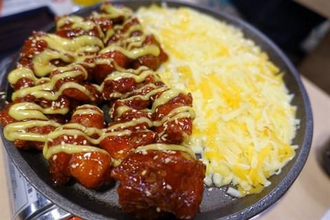 韓式甜辣醬配上炸雞是我最愛的口感