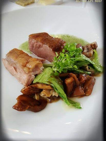 嫩烤鵝肉/姬松茸/芥菜/米湯