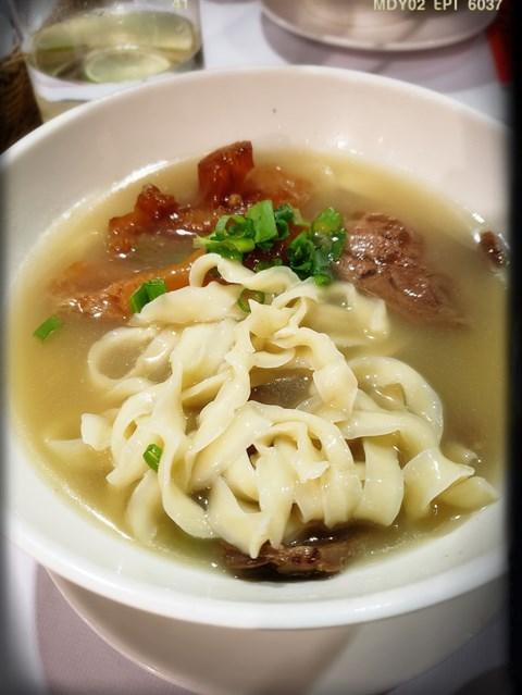 半筋半肉清燉王牛肉刀削麵(NT280/淑女)