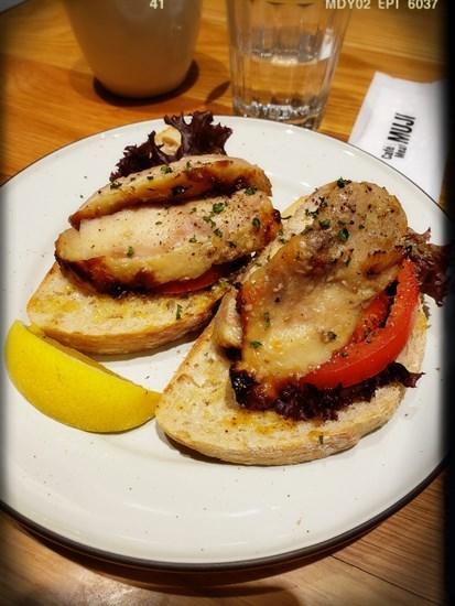 蜂蜜烤雞芥末醬三明治(NT 200/一份)